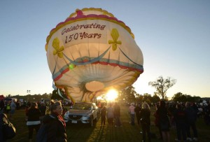 The Hamilton 150th balloon.The cake has 16 pink candles, the biggest of these measures 6.5m high. If the cake balloon was a real cake it would weigh approximately 326,000kgs and 7 million people would be able to have a slice.